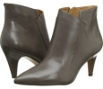 Grey Leather Nine West JetLag for Women (Size 7)